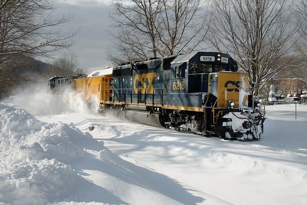 CSX - How Tomorrow Moves...Snow. Warren, MA - 11-01-27 - IMG_1030dK