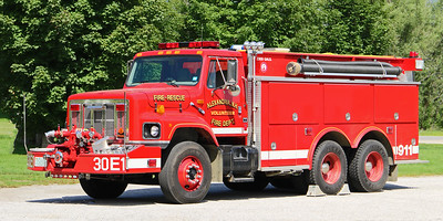 Engine 1.  1998 International / Valley.  1250 / 2300