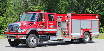 Engine 1 .  2004 International / Valley .  1500 / 1000