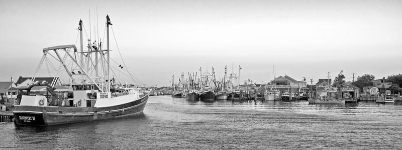 Pt Beach Trawlers Pano BW 12x32 DSC_8058_dfine
