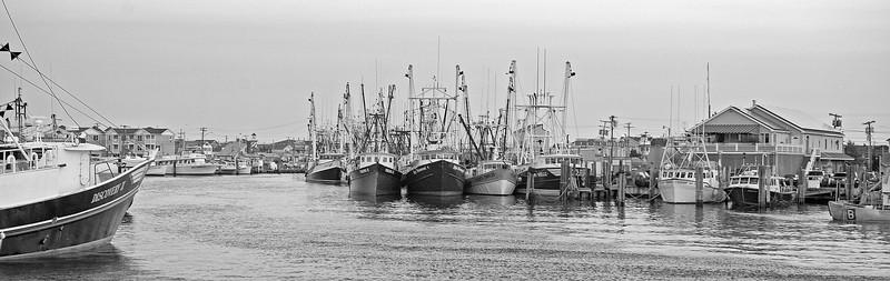 Pt Beach Trawlers Pano BW 12x38 DSC_8062