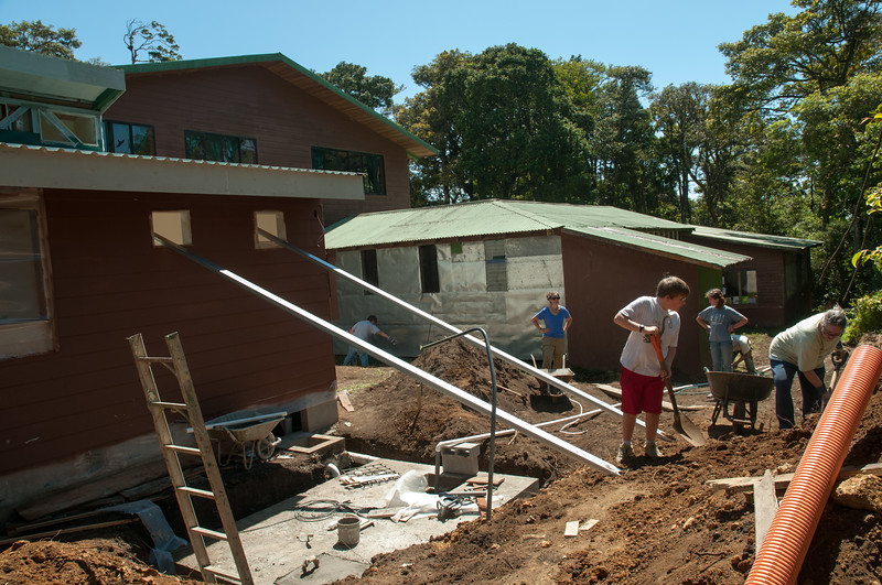 We spent a day helping the construction of a new kindergarten facility at a school in Monteverde.