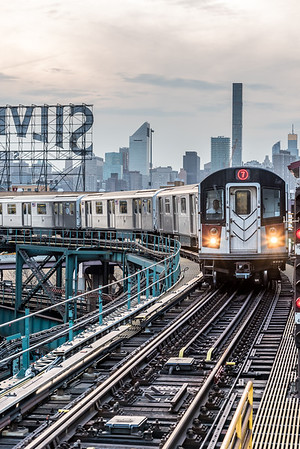 7 Train pulling in to Queensboro Plaza Station