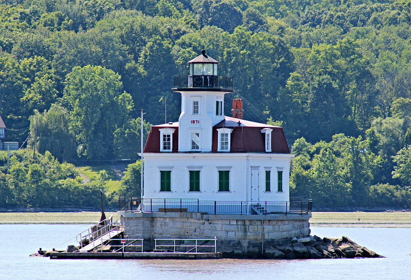 In 2002 the SELC received title to the lighthouse from the Coast Guard and on May 31, 2003 the light was returned to the lighthouse lantern.  Restoration work by the SELC has continued and the Esopus Meadows Lighthouse has now begun summer tours of the station.  For more information about this Hudson River icon please visit www.esopusmeadowslighthouse.org