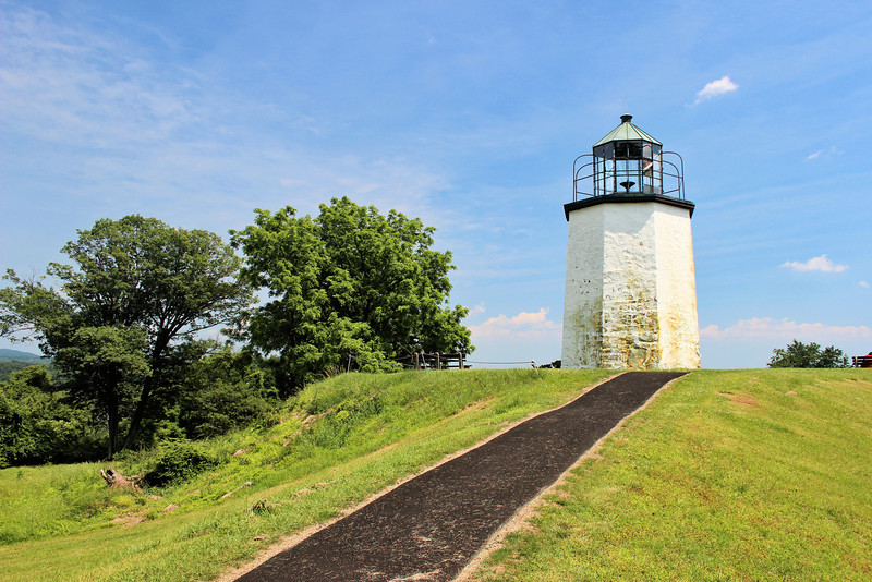 In 1826 the local Superintendent of Lighthouses Jonathan Thompson executed a contract with builder Thomas Phillips of New York City for $3,350 to build the lighthouse and a stone six room Keepers dwelling.  The contract specified the lighthouse was to be a 30 foot octagonal tower of blue split stone.  The tower consisted of three stories and a basement to store the oil for the lantern.