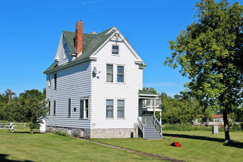 A separate dwelling for the assistant keeper's was not completed until 1907 after years of repeated requests.
