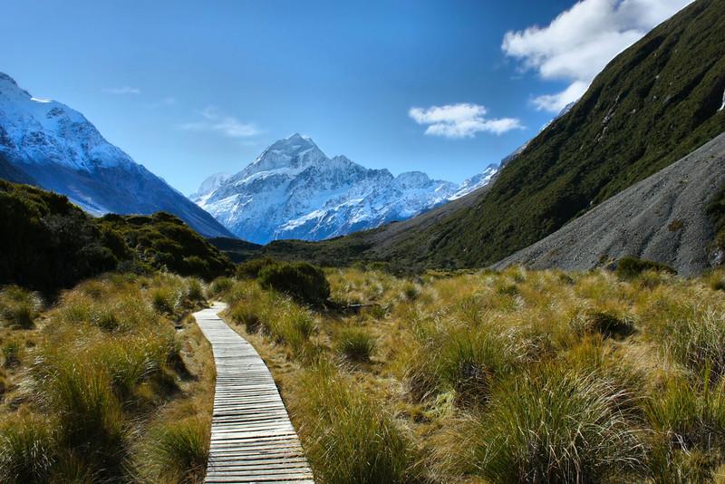 Hooker Valley Trail in Aoraki / Mt. Cook National Park, New Zealand.