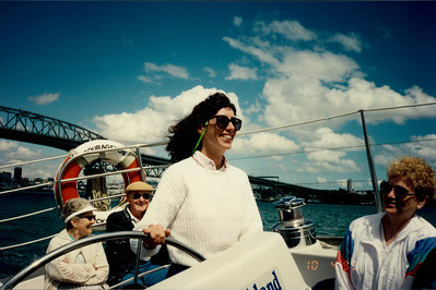 Auckland: Yacht - JEE steering yacht on lunch cruise