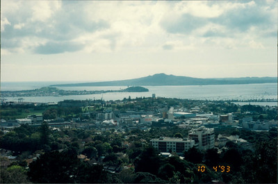 Auckland: view from Mt. Eden - island seen is the result of the last volcanic eruption