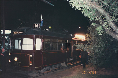 Melbourne: Colonial Tram Car - serving dinner