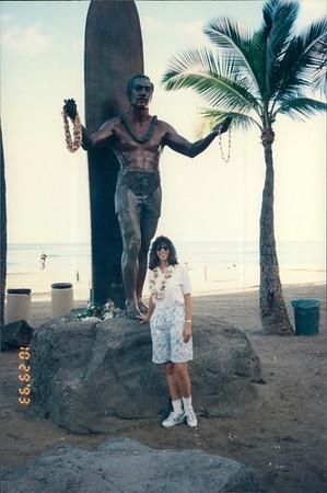 Honolulu: Waikiki Beach - surfer statue