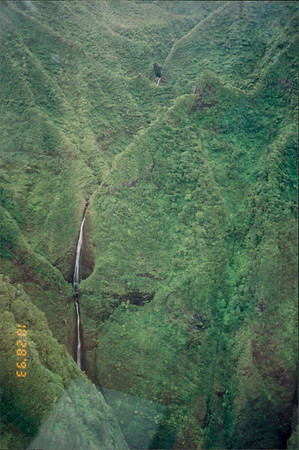 Honolulu: Papillon Helicopter Tour of the island - waterfall