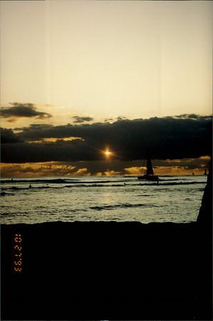 Honolulu: Waikiki Beach at sunset