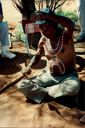 Alice Springs: Dreamtime and Bushtucker Tour - Aboriginal man spinning hair