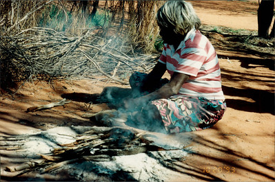 Alice Springs: Dreamtime and Bushtucker Tour - Aboriginal woman gutting rabbit