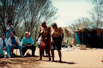 Alice Springs: Dreamtime and Bushtucker Tour - Aboriginal women in ceremonial dress