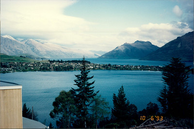 Queenstown: Lakeland Hotel - view of Remarkables mountain range and Lake Esplanade from hilltop near hotel