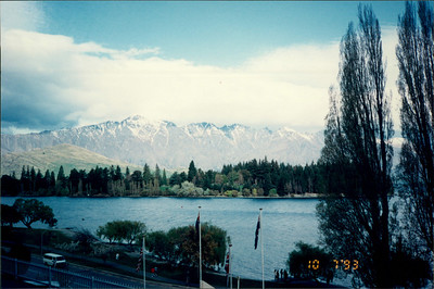 Queenstown: Lakeland Hotel - view of Remarkables mountain range and Lake Esplanade from hotel