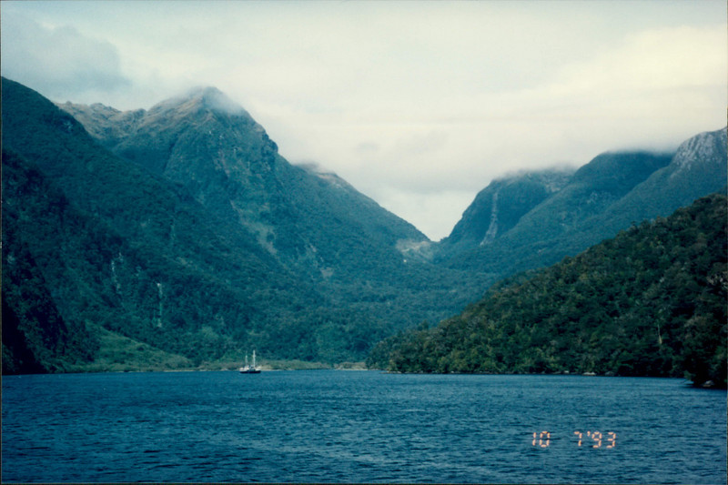 Cruising in Doubtful Sound: beautiful scenery