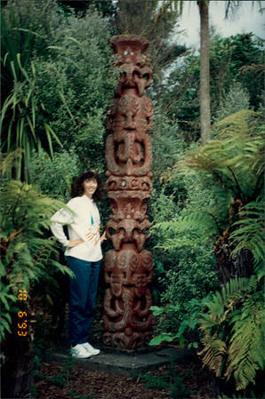 Rotorua: Maori Arts and Crafts Institute - Maori pole