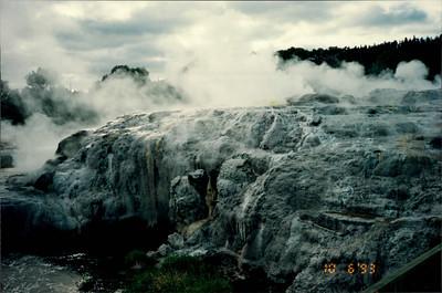 """Rotorua: Whakarewarewa Thermal Village - Pohutu Geyser (""""the big splash"""")"""