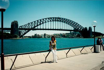 Sydney: Opera House - view of Harbour Bridge