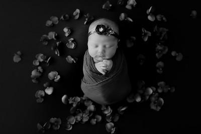 00008©ADHphotography2021--AuroraAnderson--Newborn--April19BW