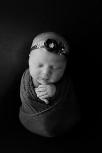 00001©ADHphotography2021--AuroraAnderson--Newborn--April19BW