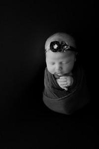 00003©ADHphotography2021--AuroraAnderson--Newborn--April19BW
