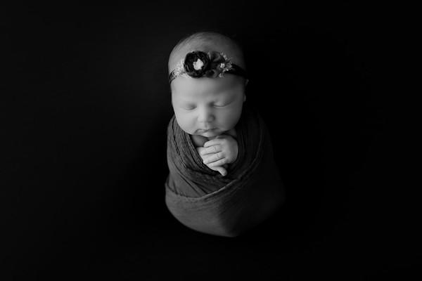 00002©ADHphotography2021--AuroraAnderson--Newborn--April19BW