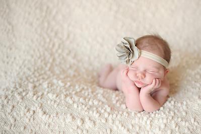 Harleigh~Newborn 8 8 12-024