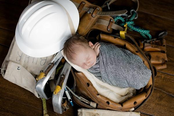 00001--©ADHPhotography2018--BarrettKurtisBuhr--NewbornAndFamily--2018May11