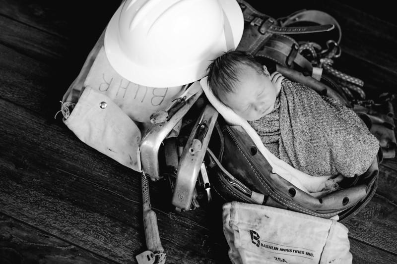 00020--©ADHPhotography2018--BarrettKurtisBuhr--NewbornAndFamily--2018May11