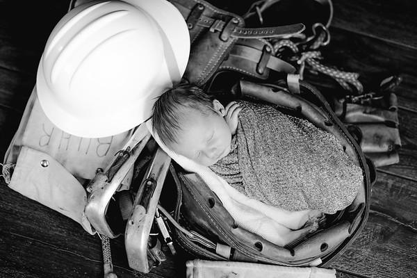 00002--©ADHPhotography2018--BarrettKurtisBuhr--NewbornAndFamily--2018May11