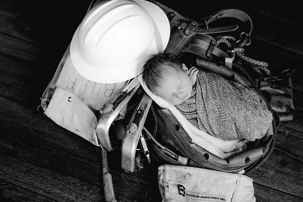 00012--©ADHPhotography2018--BarrettKurtisBuhr--NewbornAndFamily--2018May11