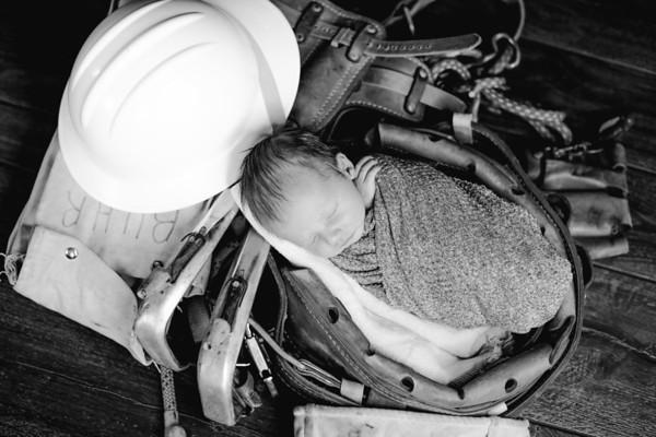 00004--©ADHPhotography2018--BarrettKurtisBuhr--NewbornAndFamily--2018May11