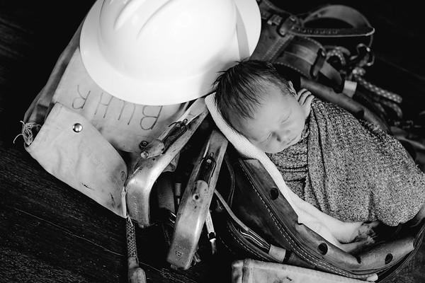 00014--©ADHPhotography2018--BarrettKurtisBuhr--NewbornAndFamily--2018May11