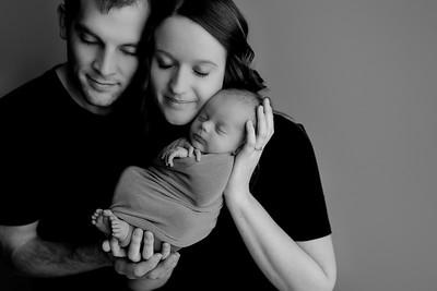 00006©ADHphotography2021--Bartels--Newborn--January28bw