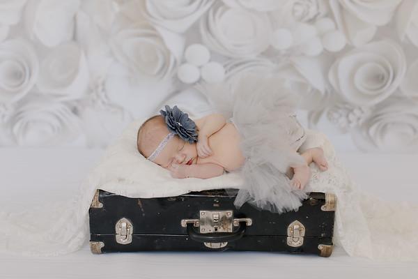 00013--©ADH Photography2017--BlakelyStagemeyer--Newborn