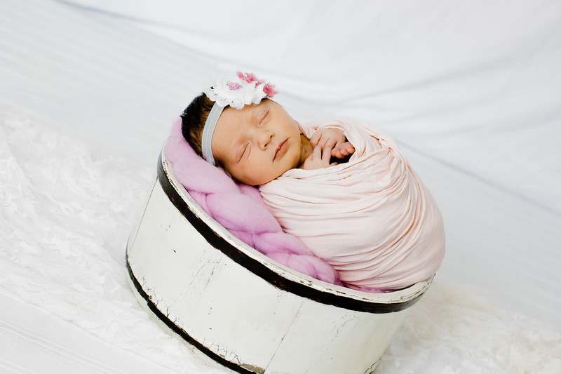 00019--©ADHPhotography2018--BristolKisker--NewbornAndFamily--August17