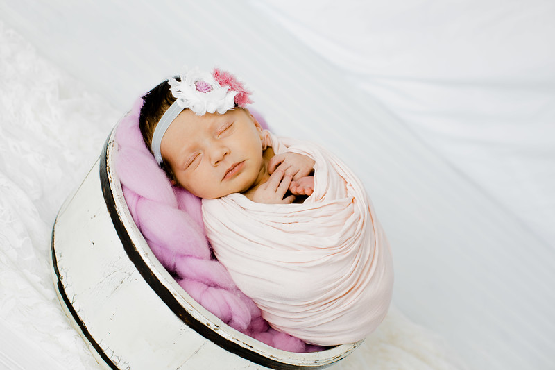 00003--©ADHPhotography2018--BristolKisker--NewbornAndFamily--August17