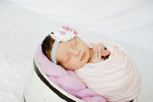 00015--©ADHPhotography2018--BristolKisker--NewbornAndFamily--August17