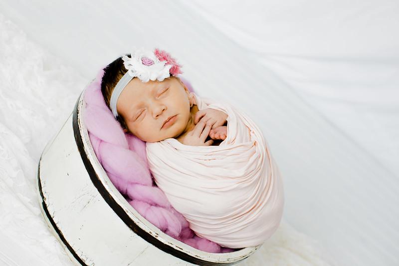 00001--©ADHPhotography2018--BristolKisker--NewbornAndFamily--August17