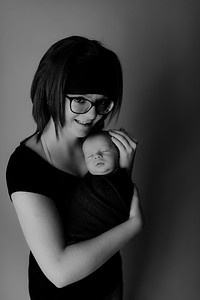 00009©ADHPhotography2020--Collins--NewbornAndFamily--October9bw