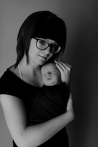 00006©ADHPhotography2020--Collins--NewbornAndFamily--October9bw