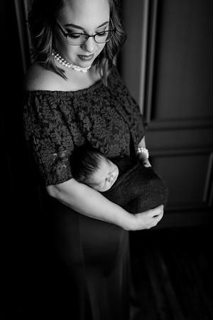 00010©ADHPhotography2020--Lines--NewbornFamily--October22bw