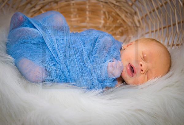 Easton's Newborn Pics