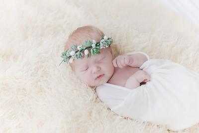 00007--©ADHPhotography2018--Esch--Newborn