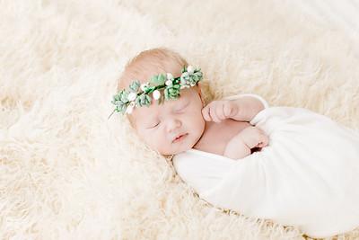 00007--©ADHPhotography2018--Esch--Newborn#2Preset