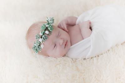00003--©ADHPhotography2018--Esch--Newborn